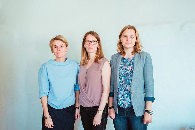 TechSisters Mari-Liis Lind, Janika Liiv und Hanna-Mari Kirs in einem Büro im Kreativviertel Telliskivi in Tallinn (Estland), das sie mit anderen Startups teilen.