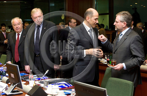 BRUSSELS - BELGIUM - 13 MARCH 2007 -- European Council - EU Summit under Slovenian Presidency. -- (From Le) Andrej BAJUK Minister for Finance of Slovenia, Dimitir RUPEL, Minister for Foreign Affairs of Slovenia, Janez JANSA the Prime Minister of Slovenia with Wilhelm MOLTERER, the Finance Minister and Vice-Chancellor of Austria. -- Photo: Juha ROININEN / EUP-IMAGES