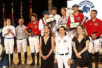 JUMPING DE MONACO<br /> GLOBAL TOUR CHAMPION La Princesse Caroline de Hanovre et sa fille, Charlotte Casiraghi posent avec les gagnants du Longines proAm Cup Monaco, l'équipe Monaco Aces, suive par CTM Premium Mares, et e l'équipe media Plus,
