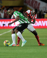 BOGOTA - COLOMBIA -07 -05-2014: Edison Mendez (Der.) jugador de Independiente Santa Fe disputa el balón con Miller Mosquera (Der.) jugador de Atletico Nacional, durante partido de ida entre Independiente Santa Fe y Atletico Nacional, por las semifinales de la Liga Postobon I-2014, jugado en el estadio Nemesio Camacho El Campin de la ciudad de Bogota./ Edison Mendez (R) player of Independiente Santa Fe struggles for the ball with Miller Mosquera (L) player of Atletico Nacional, during a match for the first leg between Independiente Santa Fe and Atletico Nacional, for the semifinals of the Liga Postobon I -2014 at the Nemesio Camacho El Campin Stadium in Bogota city, Photos: VizzorImage  / Luis Ramirez / Staff.