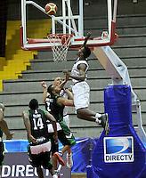 BOGOTA - COLOMBIA: 06-05-2013: Tayron (Der) Piratas de Bogotá, disputa el balón con Garcia (Izq.) de  Aguilas de Tunja mayo  6 de 2013. Piratas y Aguilas de Tunja disputaron partido de la fecha 11 de la fase II de la Liga Directv Profesional de baloncesto en partido jugado en el Coliseo El Salitre. (Foto: VizzorImage / Luis Ramirez / Staff) Tayron (R) of Pirates from Bogota disputes the ball with Garcia (L) of Aguilas from Tunja May 6, 2013. Piratas and Aguilas de Tunja disputed a match for the 11 date of the Fase II of the League of Professional Directv basketball game at the Coliseo El Salitre. (Photo. VizzorImage / Luis Ramirez / Staff)