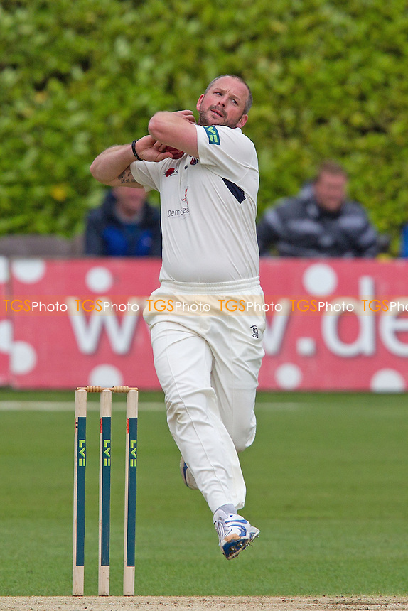 Darren Stevens, Kent CCC in action - Kent CCC vs Hampshire CCC - LV County Championship Division Two Cricket at The Nevill Ground, Tunbridge Wells - 08/06/12 - MANDATORY CREDIT: Ray Lawrence/TGSPHOTO - Self billing applies where appropriate - 0845 094 6026 - contact@tgsphoto.co.uk - NO UNPAID USE.