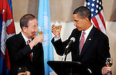 New York, NY - September 23, 2009 -- United States President Barack Obama proposes a toast with United Nations Secretary General Ban Ki-moon at a lunch at the United Nations General Assembly at UN Headquarters in New York, NY, Wednesday, September 23, 2009..Credit: Olivier Douliery - Pool via CNP