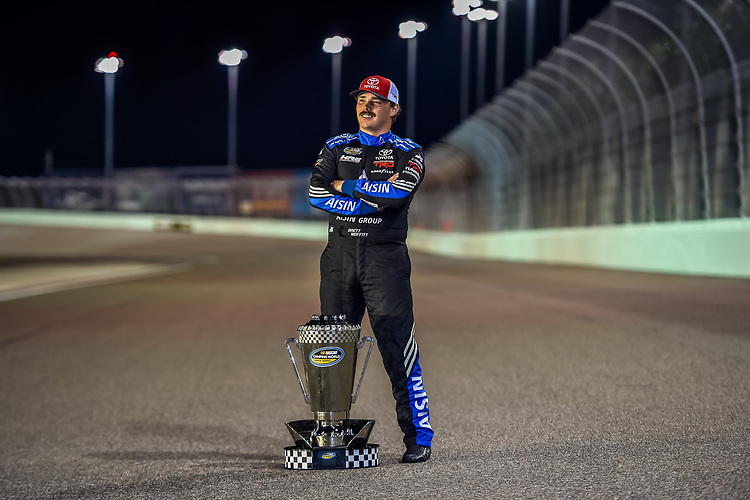 #16: Brett Moffitt, Hattori Racing Enterprises, Toyota Tundra AISIN Group with the NCWTS Championship trophy