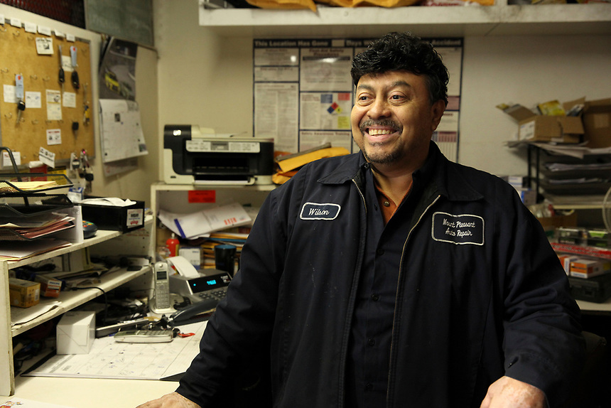 (171115RREI1179) Wilson, auto mechanic shop owner. La Esquina, Mt. Pleasant, Washington DC.  Nov. 15 ,2017 . ©  Rick Reinhard  2017     email   rick@rickreinhard.com
