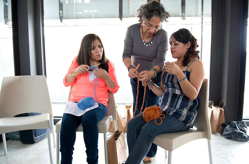 Annuska Angulo, Miriam Mabel Martinez y Genoveva Alvarez tejedoras tallereando en la tallera de cuernavaca, Morelos.