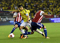 BARRANQUILLA – COLOMBIA - 05 – 10 - 2017: Radamel Falcao Garcia (Cent.) jugador de Colombia disputa el balón con Robert Piris (Izq.) y Bruno Valdez (Der,) jugadores de Paraguay, durante partido entre los seleccionados de Colombia y Paraguay, de la fecha 17 válido por la clasificación a la Copa Mundo FIFA Rusia 2018, jugado en el estadio Metropolitano Roberto Melendez en la ciudad de Barranquilla. /  Radamel Falcao Garcia (C) player of Colombia vies the ball with Robert Piris (L) and Bruno Valdez (R) palyers of Paraguay, during match between the teams of Colombia and Paraguay, of the date 17th valid for the Qualifier to the FIFA World Cup Russia 2018, played at Metropolitan stadium Roberto Melendez in Barranquilla city. Photo: VizzorImage / Luis Ramirez / Staff.