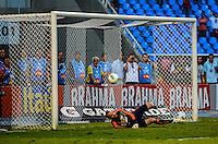 ATENCAO EDITOR: FOTO EMBARGADA PARA VEICULOS INTERNACIONAIS-RIO DE JANEIRO, RJ, 30 SETEMBRO 2012-CAMPEONATO BRASILEIRO-FLAMENGO X FLUMINENSE-O goleiro do Fluminense, Diego Cavalieri, defende um penalti durante a partida Flamengo x Fluminense valida pela 27 rodada do Campeonato Brasileiro no Estadio Joao Havelange, Engenhao, neste domingo, 30 de setembro,na zona norte do Rio de Janeiro.(FOTO:MARCELO FONSECA/ BRAZIL PHOTO PRESS).