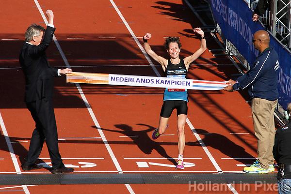 Nederland - Amsterdam - 2017 .  De Marathon van Amsterdam. Snelste Nederlandse vrouw was Mireille Baart. Ze pakte met een tijd van 2.44.21 de Nederlandse titel.   Foto Berlinda van Dam / Hollandse Hoogte