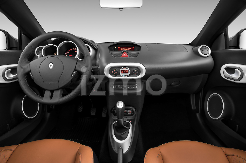 Straight dashboard view of a 2010 Reault Wind Convertible.