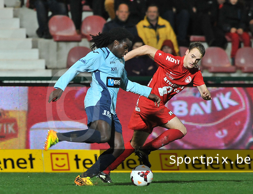 KV Kortrijk - KV Oostende : Jordan Lukaku (links) aan de bal voor Brecht Capon<br /> foto VDB / Bart Vandenbroucke