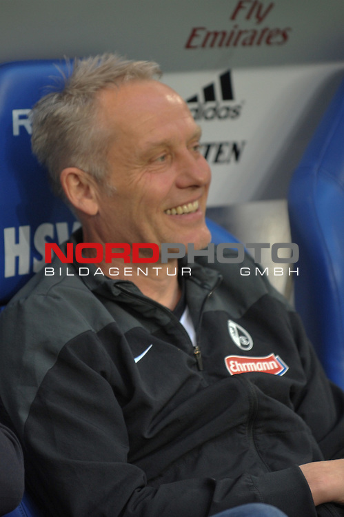 08.05.2015,  Imtech Arena, Hamburg, GER, 1. FBL, Hamburger SV vs SC Freiburg, im Bild Trainer Christian Streich (Freiburg) gut gelaunt<br />