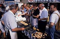 Europe/Belgique/Flandre/Province d'Anvers/Anvers :  Le marché - Marchand de poissons et crevettes grillées