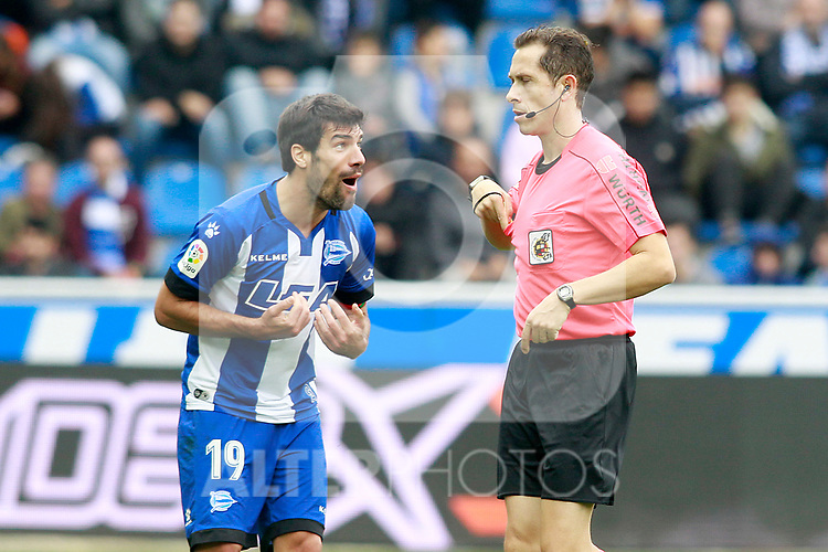 Deportivo Alaves' Manu Garcia have words with the Spanish referee Jose Luis Gonzalez Gonzalez during La Liga match. October 28,2017. (ALTERPHOTOS/Acero)