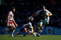 Dom Barrow of Leicester Tigers goes on the attack. Aviva Premiership match, between Leicester Tigers and Gloucester Rugby on April 2, 2016 at Welford Road in Leicester, England. Photo by: Patrick Khachfe / JMP