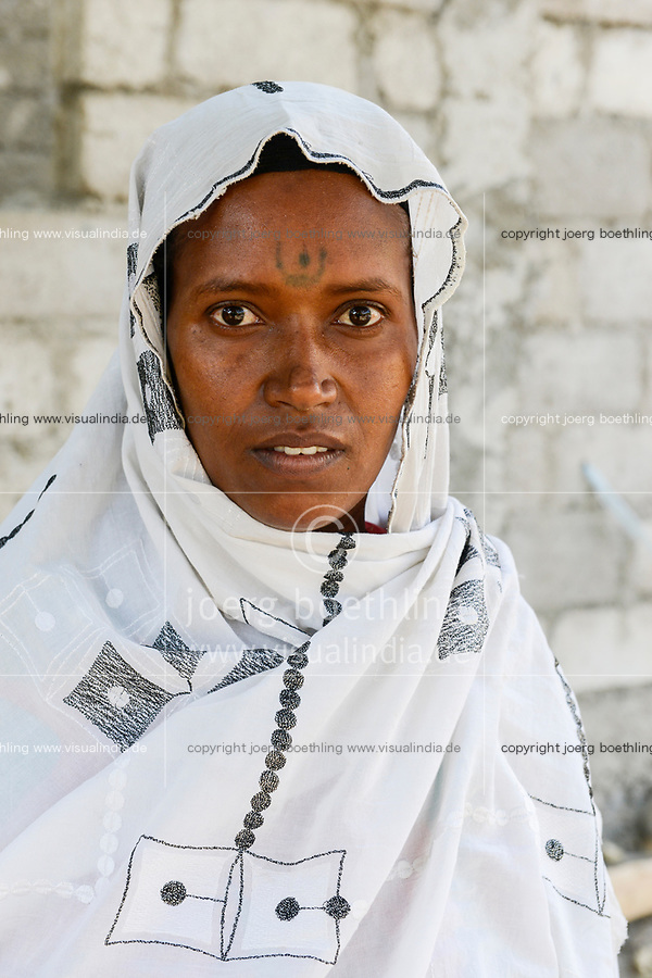 ETHIOPIA , Dire Dawa, Oromo woman with headscarf and tattoo on the forehead / AETHIOPIEN, Dire Dawa, Oromo Frau mit Kopftuch und Stirn Tattoo