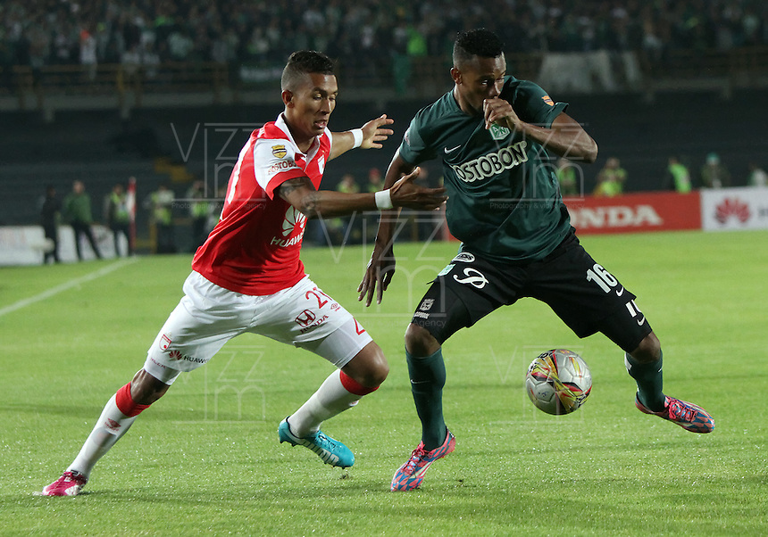 BOGOTA -COLOMBIA, 27-ENERO-2015. Francisco Meza (Izq) del Independiente Santa Fe  disputa el balon contra Jonathan Copete del  Atletico Nacional  durante  partido de la final vuelta de la Superliga Liga Postobon 2015 del futbol colombiano primera division  jugado en el estadio Nemesio Camacho El Campin de Bogota . / Francisco Meza (L)  Independiente Santa Fe fights for the ball against Jonathan Copete  of Atletico Nacional  during the final round match of Superliga Liga Postobon 2015 Colombian first division football played at the stadium Nemesio Camacho El Campin in Bogota . Photo / VizzorImage / Felipe Caicedo  / Staff