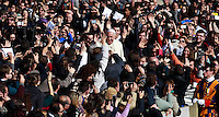 Papa Francesco presiede l'incontro con i fidanzati in occasione della ricorrenza di San Valentino in Piazza San Pietro, Citta' del Vaticano, 14 febbraio 2014.<br /> Pope Francis attends a meeting with engaged couples in occasion of the St. Valentine's Day in St. Peter's square at the Vatican, 14 February 2014.<br /> UPDATE IMAGES PRESS/Isabella Bonotto<br /> <br /> STRICTLY ONLY FOR EDITORIAL USE