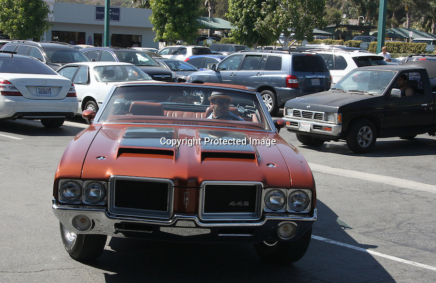 TUESDAY August 31, 2010..Jeremy Piven driving his new classic brown 442 Lincoln convertible car. Jeremy stopped by Coffee Bean in Malibu for a drink in this hot sun..AbilityFilms@yahoo.com.805-427-3519.www.AbilityFilms.com