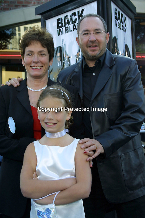 ©2002 KATHY HUTCHINS / HUTCHINS PHOTO.MEN IN BLACK II PREMIERE.WESTWOOD, CA  .6/26/02.BARRY SONNENFELD, FAMILY