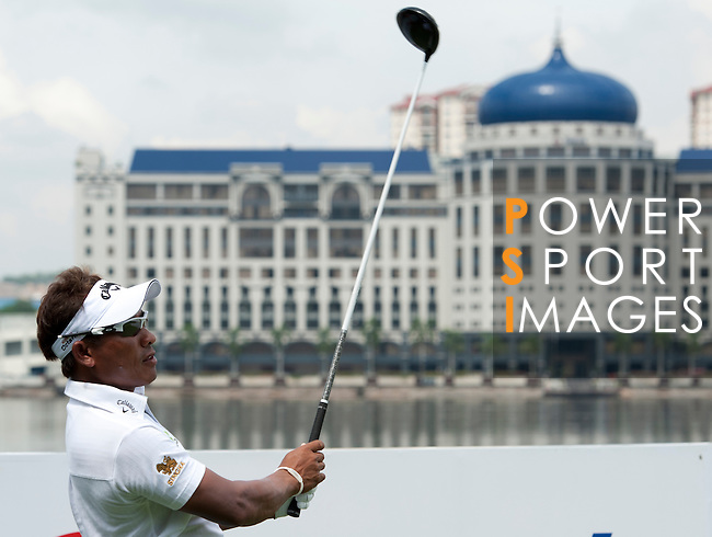 Action during a practice round during the CIMB Asia Pacific Classic 2011.  Photo © Raf Sanchez / PSI for Carbon Worldwide