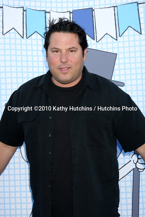 LOS ANGELES - SEP 26:  Greg Grunberg arrives at the Ultimate Slam Paddle Jam 2010 at Music Box Theater on September 26, 2010 in Los Angeles, CA
