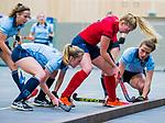 DELFT - Liselot Timmermans (Nijm) met Elin van Erk (Lar)  tijdens de zaalhockey competitiewedstrijd Laren-Nijmegen. COPYRIGHT KOEN SUYK