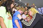14.11.2010, Schwimmoper, Wuppertal, GER, Kurzbahn-Meisterschaft im Bild Britta Steffen beim Autogramm Schreiben.<br />  Foto &copy; nph Freund