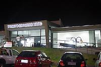 INDAIATUBA, SP - 11.10.2013: CHUVA CASTIGA CIDADE - INDAIATUBA - Chuva de graniso com fortes ventos castiga a cidade de Indaiatuba, o pronto socorro Haoc teve os vidros de sua fachada quebradas, nenhum paciente se feriu, nesta segunda-feira (11). (Foto: Marcelo Brammer/Brazil Photo Press)