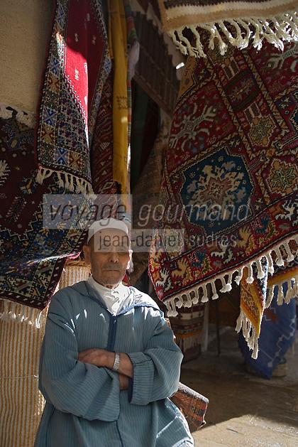 Afrique/Afrique du Nord/Maroc/Rabat: la médina dans la rue des Consuls marchand de tapis