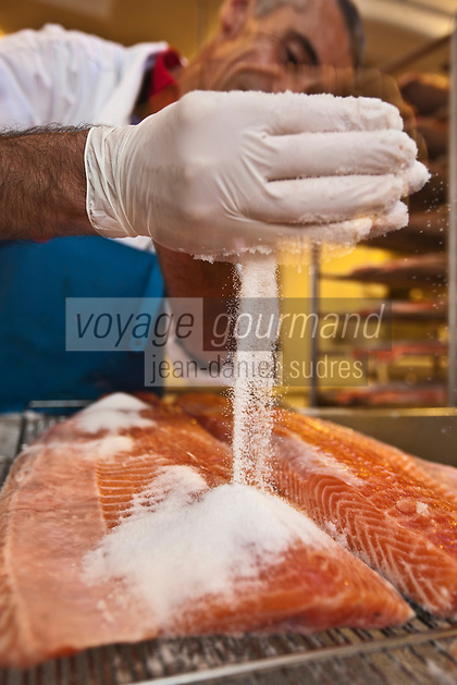 Europe/France/Aquitaine/64/Pyrénées-Atlantiques/Béarn/Pau: chez Jean-Marc Casteigt, fumeur de saumon, Maître Artisan Saurisseur -Salage des Filets de saumon avant le Fumage