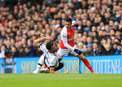 05.03.2016. White Hart Lane, London, England. Barclays Premier League. Tottenham Hotspur versus Arsenal. Alexis Sánchez of Arsenal looks to get past the sliding challenge from Mousa Dembélé of Tottenham Hotspur.