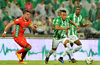 MEDELLÍN-COLOMBIA, 18–04-2019: Sebastián Gómez de Atlético Nacional y Exequiel Emanuel Benavides de Patriotas Boyacá disputan el balón, durante partido de la fecha 16 entre Atlético Nacional y Patriotas Boyacá, por la Liga Águila I 2019, jugado en el estadio Atanasio Gigardot de la ciudad de Medellín. / Sebastian Gomez of Atletico Nacional and Exequiel Emanuel Benavides of Patriotas Boyaca vies for the ball, during a match of the 16th date between Atletico Nacional and Patriotas Boyaca, for the Aguila Leguaje I 2019 played at the Atanasio Girardot Stadium in Medellin city. / Photo: VizzorImage / León Monsalve / Cont.