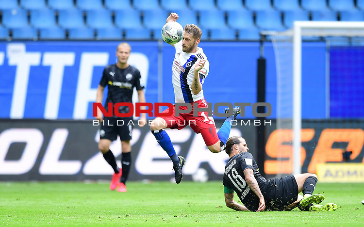 v.l. Aaron Hunt (HSV), Dennis Diekmeier<br /> Hamburg, 28.06.2020, Fussball 2. Bundesliga, Hamburger SV - SV Sandhausen<br /> Foto: Tim Groothuis/Witters/Pool//via nordphoto<br />  DFL REGULATIONS PROHIBIT ANY USE OF PHOTOGRAPHS AS IMAGE SEQUENCES AND OR QUASI VIDEO<br /> EDITORIAL USE ONLY<br /> NATIONAL AND INTERNATIONAL NEWS AGENCIES OUT