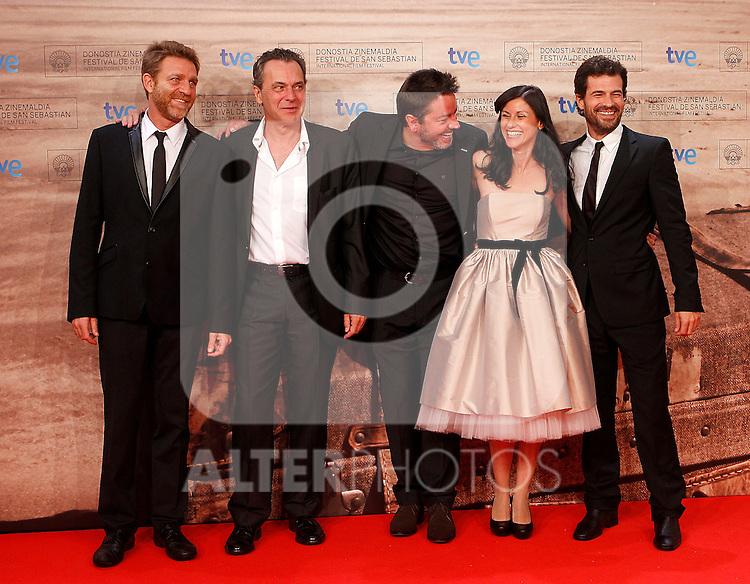 Spanish director Enrique Urbizu (C) poses with Spanish actors Jose Coronado (2l), Helena Miquel (2r), Juanjo Artero (l) and Rodolfo Sancho (r) during the 59th San Sebastian Donostia International Film Festival - Zinemaldia.September 17,2011.(ALTERPHOTOS/ALFAQUI/Acero)