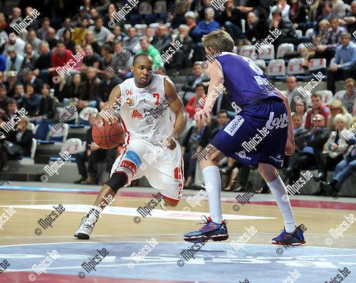 2013-05-16 / Basketbal / seizoen 2012-2013 / Antwerp Giants - Okapi Aalstar / Bryan Hopkins (Giants) met Cummard<br /><br />Foto: Mpics.be