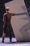 Emmanuelle Huynh..compagnie mua..Heroes - création au théâtre de la Ville....avec Nuno Bizarro, François Chaignaud, Corinne Garcia, Ana Sofia Gonçalvez, Emmanuelle Huynh, Johanna Korthals, Ayse Orhon, Petit Vodo .  .....chorégraphie Emmanuelle Huynh..assistant et dramaturgie Jean-Paul Quéinnec..lumières Yves Godin..scénographie Nicolas Floc'h..musique Petit Vodo..accompagnement voix..Frédérique Wolf-Michaux