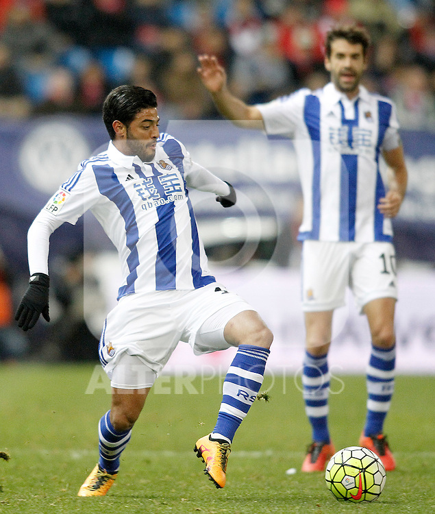 Real Sociedad's Carlos Vela (l) and Xabi Prieto during La Liga match. March 1,2016. (ALTERPHOTOS/Acero)