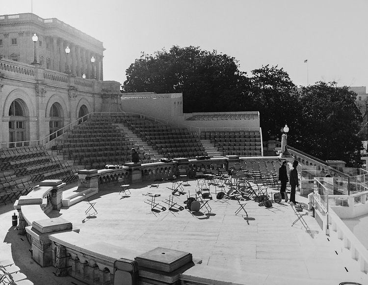 Preparation of the stage on the Capitol Hill in 1985. (Photo by Dev O'Neill/CQ Roll Call via Getty Images)