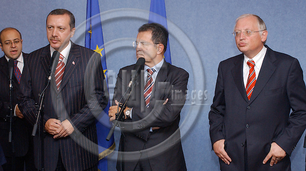 Brussels-Belgium - September 23, 2004---Prime Minister Recep Tayyip ERDOGAN (le) from Turkey, and Romano PRODI (ce), President of the European Commission, brief the press after/on their meeting, assisted by EU-'Enlargement'-Commissioner Guenter (Günter) VERHEUGEN (ri); in the VIP corner of the 'Breydel', main building and principal seat of the EC in Brussels---Photo: Horst Wagner/eup-images