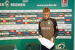 Ivan Klasnic - dreimal die Woche zur Blutwaesche - so lautet die Diagnose beim ehemaligen Werder Stuermer. Ivan ist auf eine neue Niere angwiesen - die von seinem Vater 2007 transplantierte Niere arbeitet nicht mehr. Nun wartet er auf eine neue Niere<br /> Archiv aus: <br />  FBL 07/08 Training Werder Bremen<br /> <br /> Comeback von Ivan Klasnic nach seiner erfolgreichen Nierentranplation - Rückkehr ins Mannschaftstraining<br /> <br /> Nach seiner ersten Trainingseinheit stellte sich Ivan Klasnic ( Bremen CRO #17 ) den Medien und zeigte seinen Nierenschutz<br /> <br /> <br /> <br /> Foto © nordphoto
