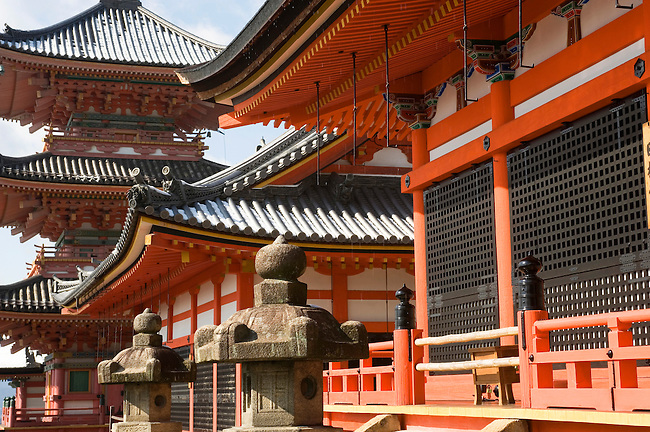 JAPAN, KYOTO, KIYOMIZU TEMPLE IN WINTER, PAGODA