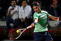 Lo svizzero Roger Federer in azione durante gli Internazionali d'Italia di tennis a Roma, 16 Maggio 2013..Switzerland's Roger Federer in action during the Italian Open Tennis tournament ATP Master 1000 in Rome, 16 May 2013.UPDATE IMAGES PRESS/Isabella Bonotto