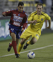08 November 2006: CSD Municipal's Carlos Figueroa, left, and Columbus Crew's Ryan Coiner chase a loose ball during the second half in Columbus, Ohio.<br />