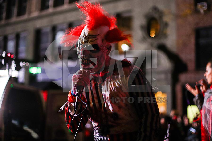 NOVA YORK, EUA, 31.10.2019 - HALLOWEEN-PARADE - Foliões desfilam no Halloween Parade na cidade de Nova York nos Estados Unidos na noite desta quinta-feira, 31. (Foto: William Volcov/Brazil Photo Press)