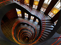 Treppenhaus im Sprinkenhof im Kontorhausviertel, erbaut von Hans und Oskar Gerson und Fritz H&ouml;ger, Hamburg, Deutschland, Europa, UNESCO-Weltkulturerbe<br /> Staircase in Sprinkenhof  building in Kontorhaus quarter, built by  Hans + Oskar Gerson + Fritz H&ouml;ger,  Hamburg, Germany, Europe, UNESCO world heritage