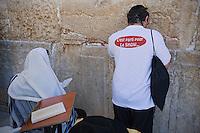 Asie/Israël/Judée/Jérusalem: Pélerins au Mur des Lamentations ou Mur Occidental