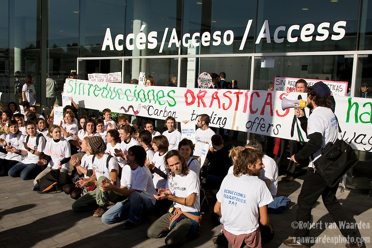 Activists lock the exit doors of the Barcelona Climate Talks. The group from Barcelona was demanding that those inside the conference will create a safe and fair equitable agreement in Copenhagen. Chanting in Spanish and English, the group demanded climate justice and strong reductions in emssions. (©Robert vanWaarden ALL RIGHTS RESERVED)