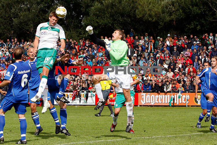 FBL 08/09 Test - BSV Kickers Emden vs. SV Werder Bremen in Loga bei Leer am 20.07.2008<br /> <br /> Freundschaftsspiel - Friendlymatch<br /> <br /> Sebastian PrŲdl (#15 AUT Werder Bremen) beim Kopfball aufs Tor.<br /> <br /> Foto &copy; nph (  nordphoto  ) *** Local Caption ***