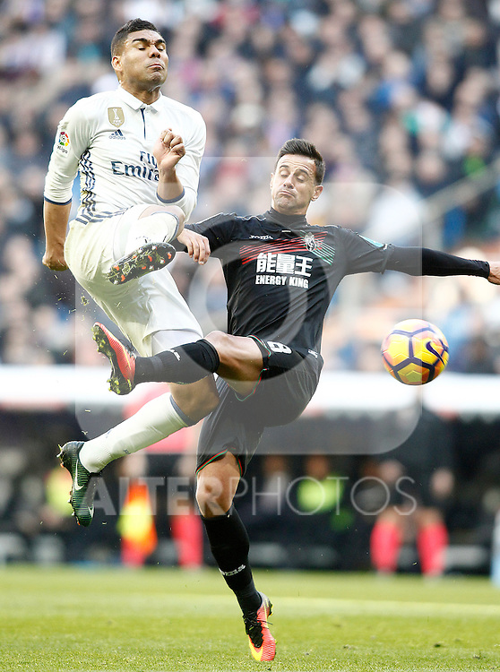 Real Madrid's Carlos Henrique Casemiro (l) and Granada CF's Javi Marquez during La Liga match. January 7,2016. (ALTERPHOTOS/Acero)